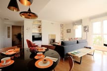 Amazing Living Room with Dining Table, AC and Cable TV