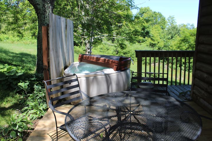 Couple's Retreat: Hot Tub Fireplace, UBER to Boone