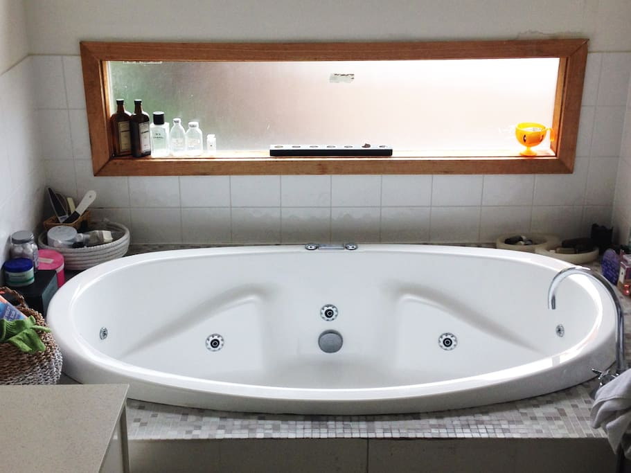 relax and undwind in the your private 2 person spa in the main bedroom ensuite