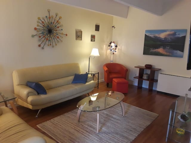 The Cool Condo! Perfect Affordable Upscale Livng!