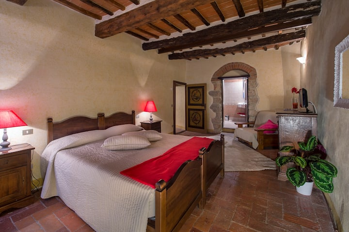 The Red Bedroom B&B  Monteriggioni