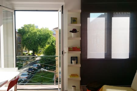 Sunny & Cozy 1BR Ap. in popular Alvalade quarter - Lisboa - Appartement