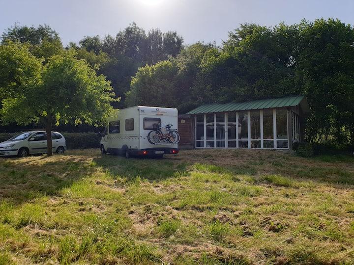 Emplacement camping-car, tente terrain étang pêche