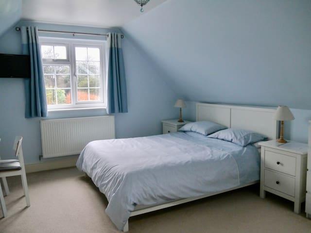 Triple en-suite, Large room, Great location.
