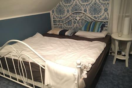 Gemütliches Bett im Vintage Look - Lemgo