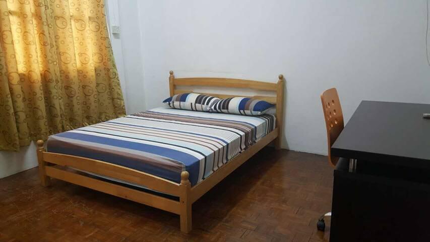 Vintage 9 Villa - Queen Bedroom