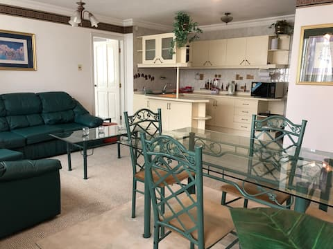 Location Location - Modern & Fully Equipped APT