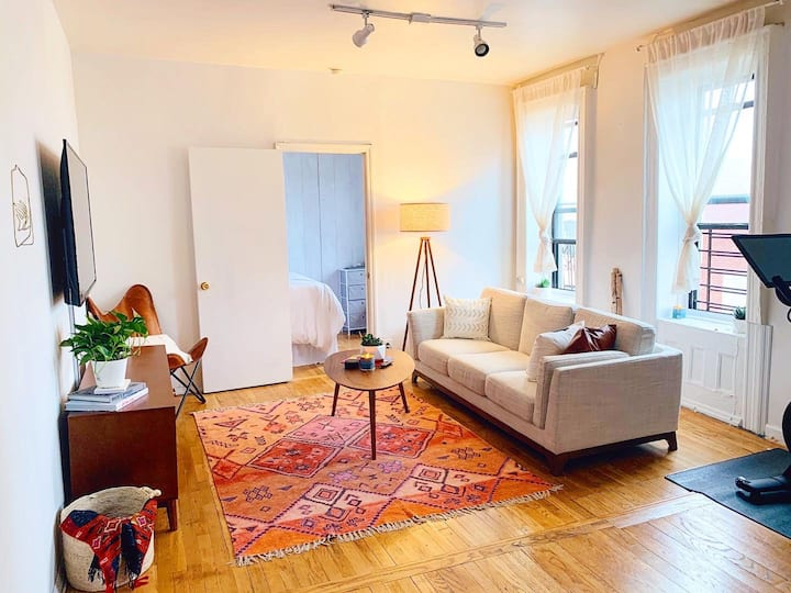 Spacious and sun-filled apt in prime Williamsburg!