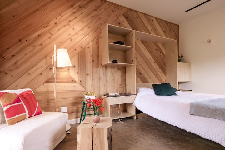 Salty Pear Studio/Suite and Sauna
