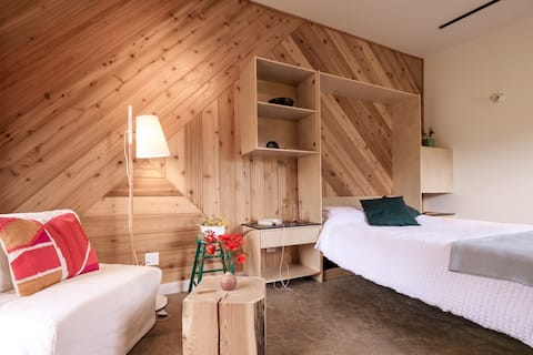 Studio/Suite and Sauna at the Salty Pear