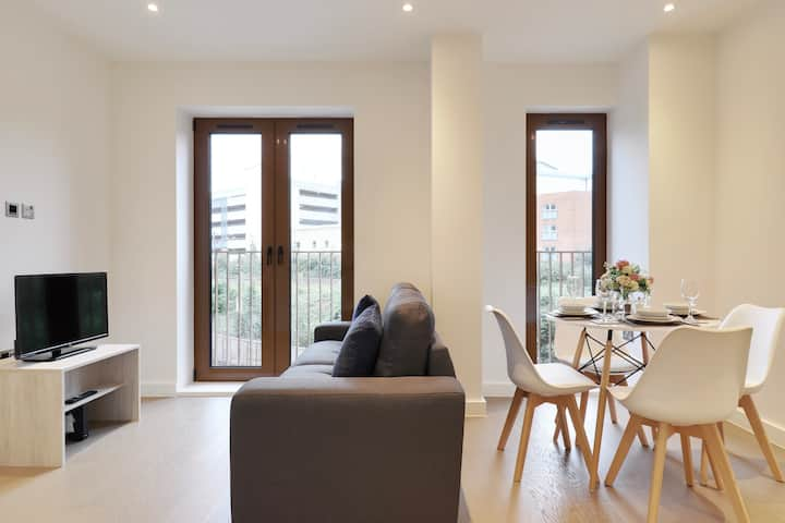 Luxury 1-Bed Flat, St Albans, Fast WiFi, Modern