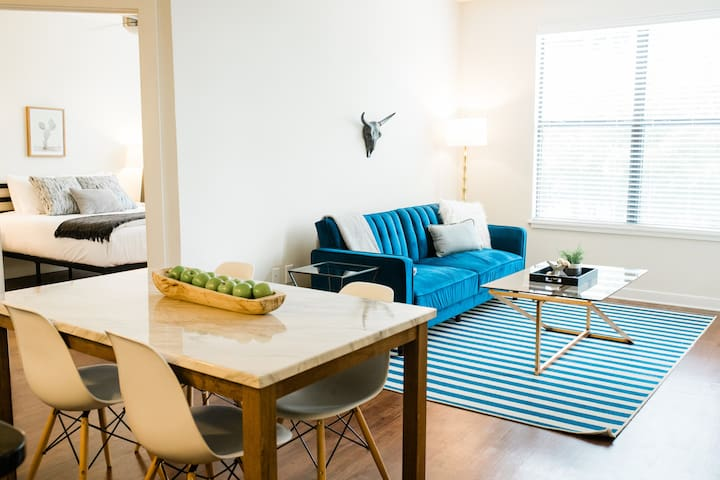 Condo close to everything in Downtown Nashville!