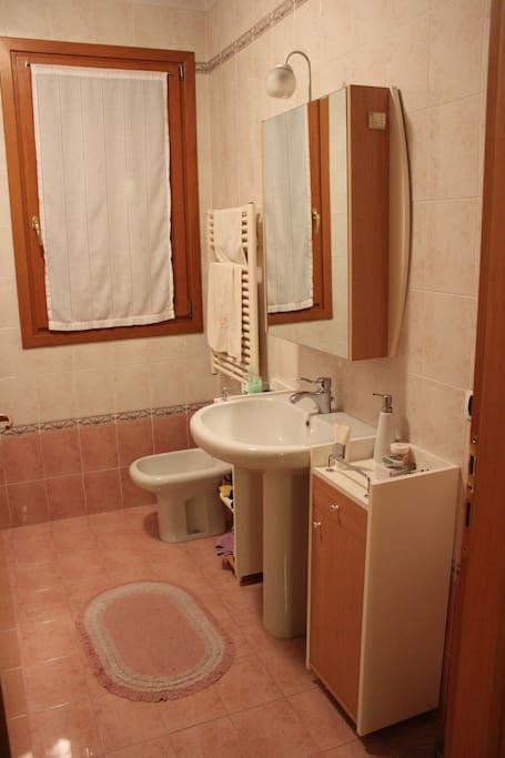 Camera con bagno privato vicino al centro appartamenti - Camera con bagno ...