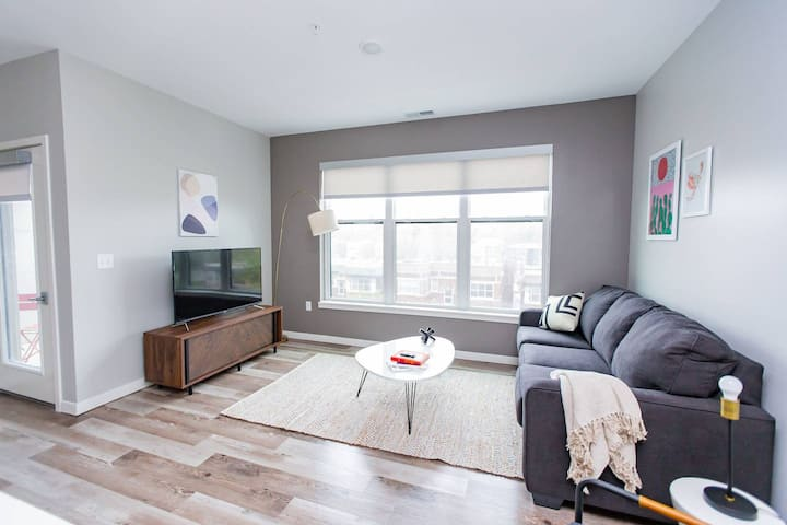 Kasa St. Louis 1BD/1BA | Walk to Forest Park | DeBaliviere Place