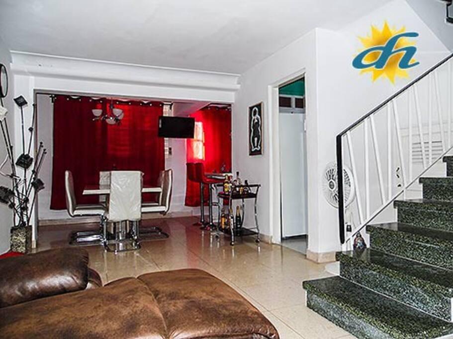 Casa con 3 habitaciones + 3 banos en Nuevo Vedado. La Habana. Personal de servicio incluido.
