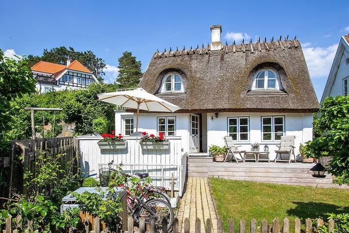 Charmerende stråtækt hus i Sletten