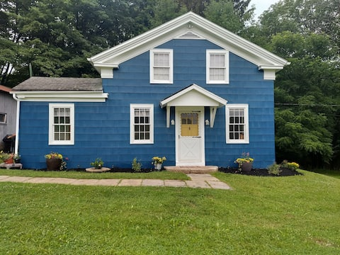 Charming cottage near creek made to exceed desires