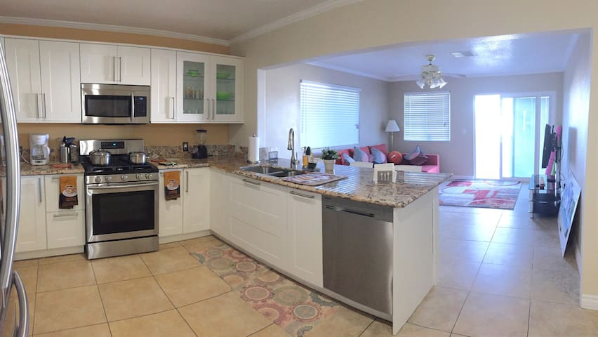 Furnished Home 3bed/2Bath Pool BBQ
