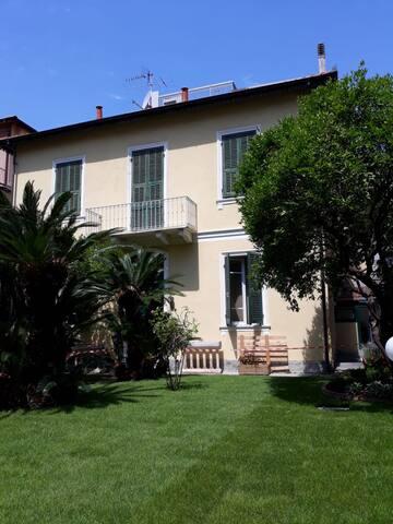 Villa S.Anna app. Ovest con parcheggio interno
