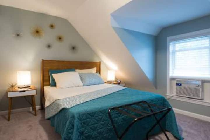Discounted Rate! Private Bed/Bath & Living Room!