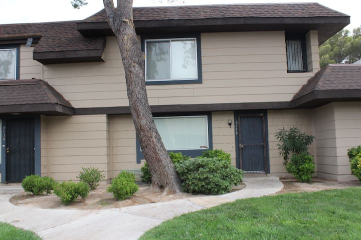 Lovely Townhouse 5mins to the Strip!!