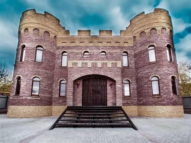 Замок «Орлов клуб»