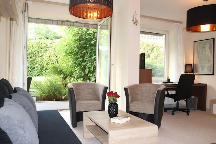 Schöne und helle Wohnung + Garten + S-Bahn
