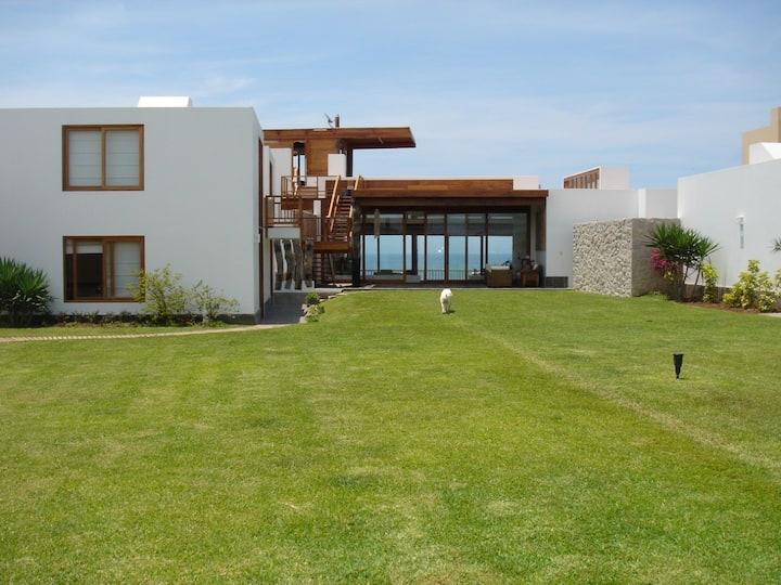 Casa de Playa Pulpos con vista al mar- Lima- Peru
