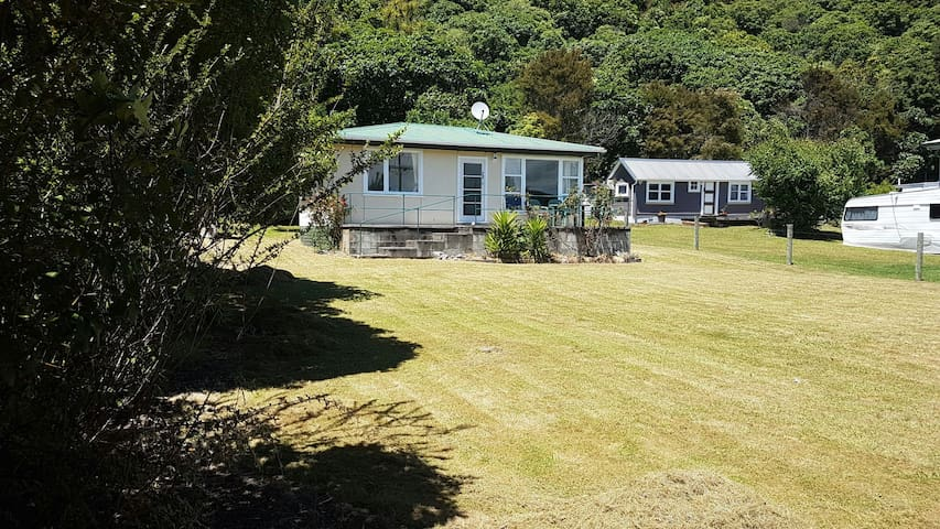 Motuoapa Escape - Lake Taupo