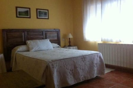Habitación en La Vera, Bed & Breakfast - Guijo de Santa Bárbara - Гестхаус