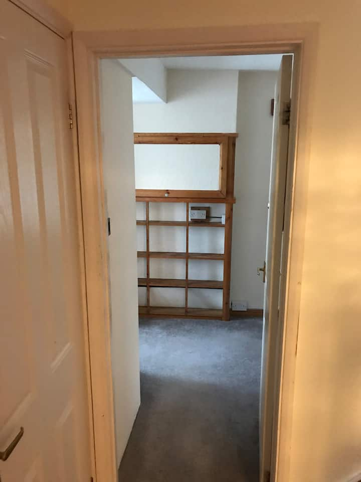 Basic clean room in High WYcombe