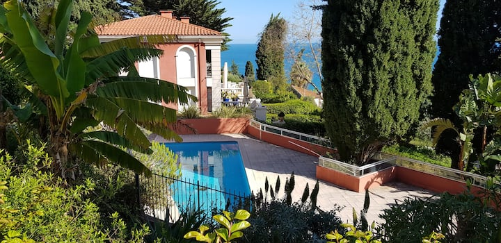 Stunning apartment with sea views, pool and garden