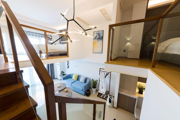 【柏纳】loft公寓海景家庭套房免费接送东港商圈靠近码头位置佳