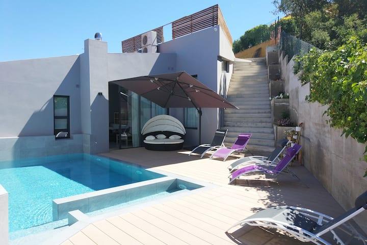 Casa Lou, delightful villa w. heated pool at Begur