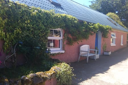 Wisteria Cottage - Kildallan - Guesthouse