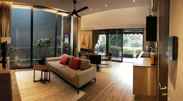 Urban-Chic City Apartment (Sky Suite)