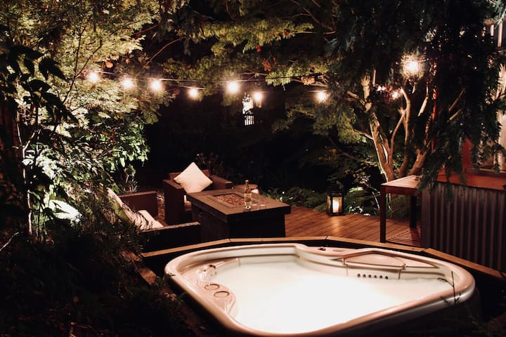 "Hot tub for two on the exotic ""Ipe"" hardwood deck next to the Redwood Room. Sip some California wine or craft beer while you soak your cares away."