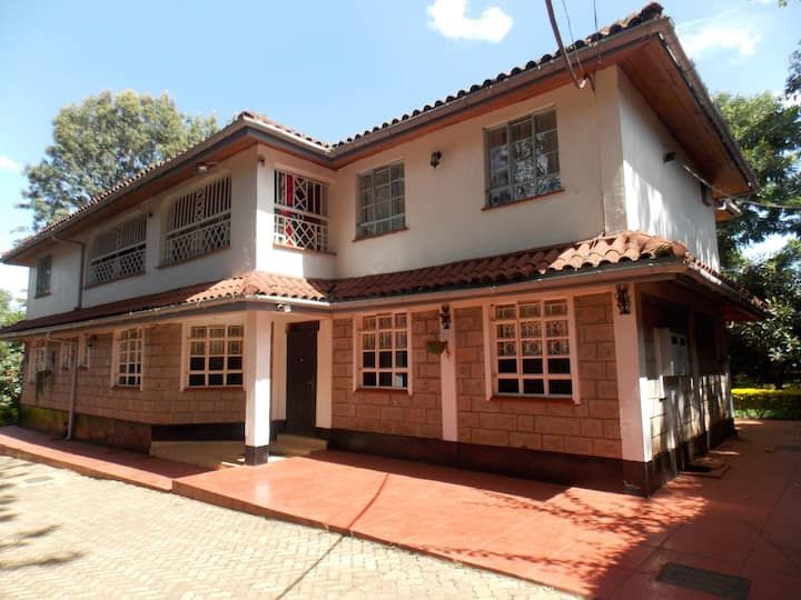 Achieng Homestay (Whole House)