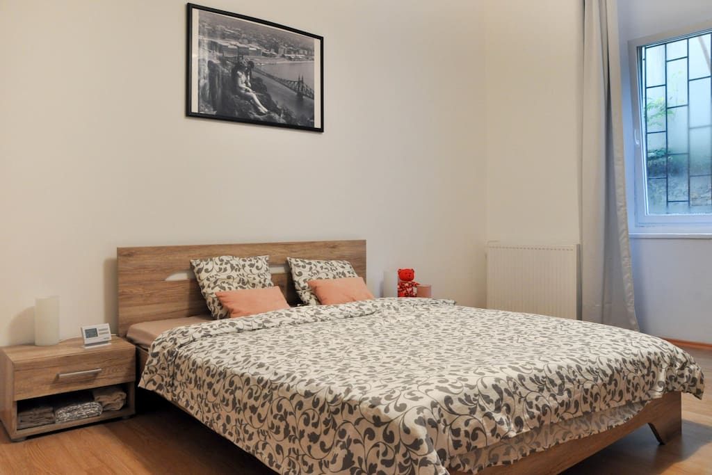 Bed king size (160x190)