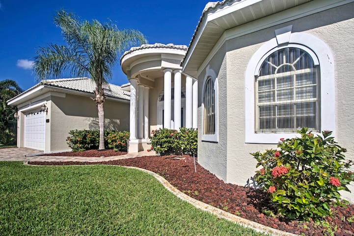 Chic Cape Coral House w/Private Pool, Lanai & Dock