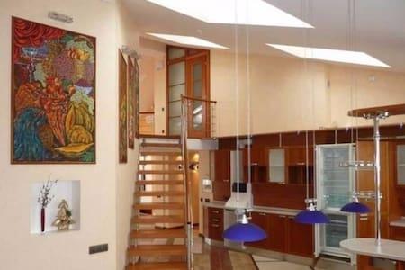 Комната в лофте на втором этаже. Центр - Sankt-Peterburg - Loft