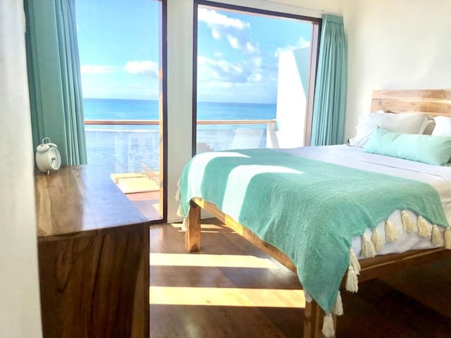 Ocean Front Suite with Private Balcony 4