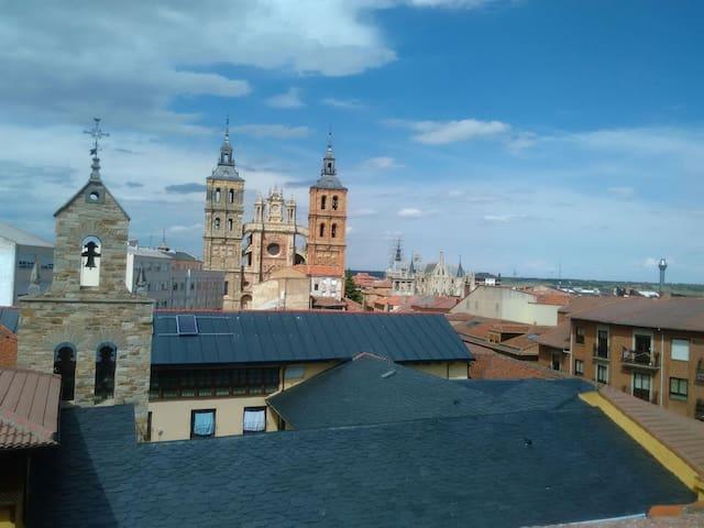 Ático, soleado, vistas, céntrico - Astorga - Apartamento