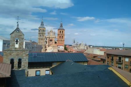 Ático, soleado, vistas, céntrico - Astorga - Apartament
