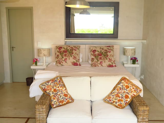 Sunny Spectacular Sea View Suite with Kitchenette
