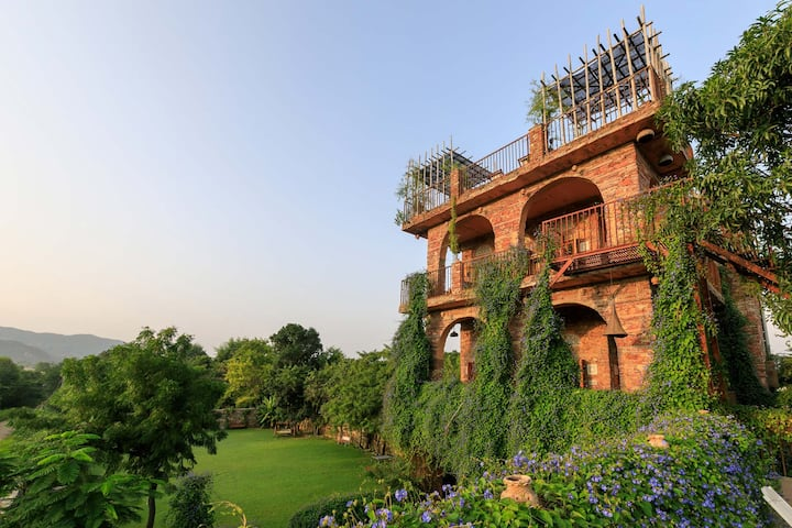 Secret Garden- Bucket-List Worthy 6BR Villa w/View
