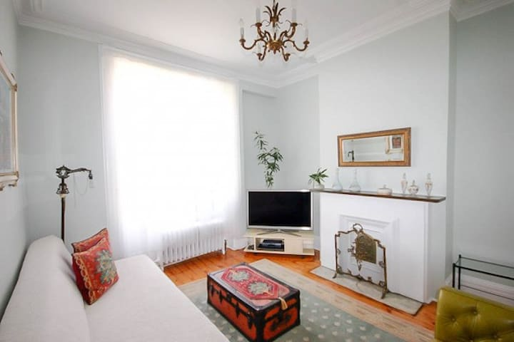 Greenpoint 2BR in Townhouse w/Parking