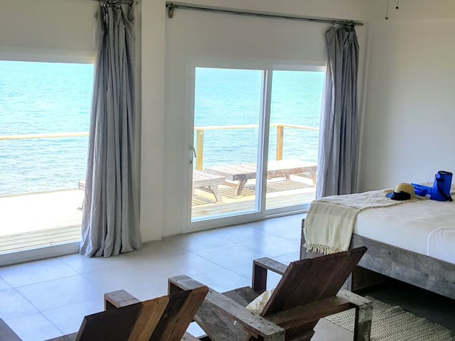 Thatch Caye - Penthouse Oceanfront Cabana