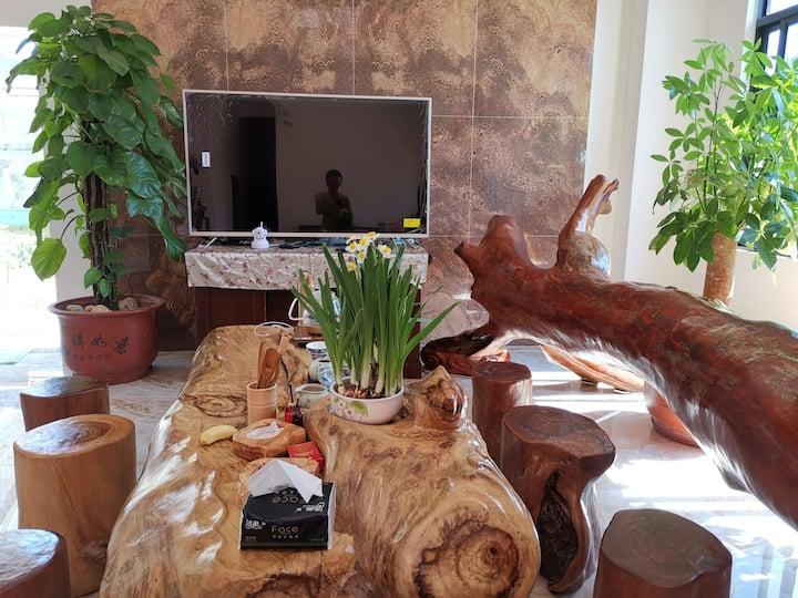 前海宿家庭房(附近南山、大小洞天、天涯海角等)   内设卡拉OK、麻将、烧烤,茶厅、咖啡果汁服务