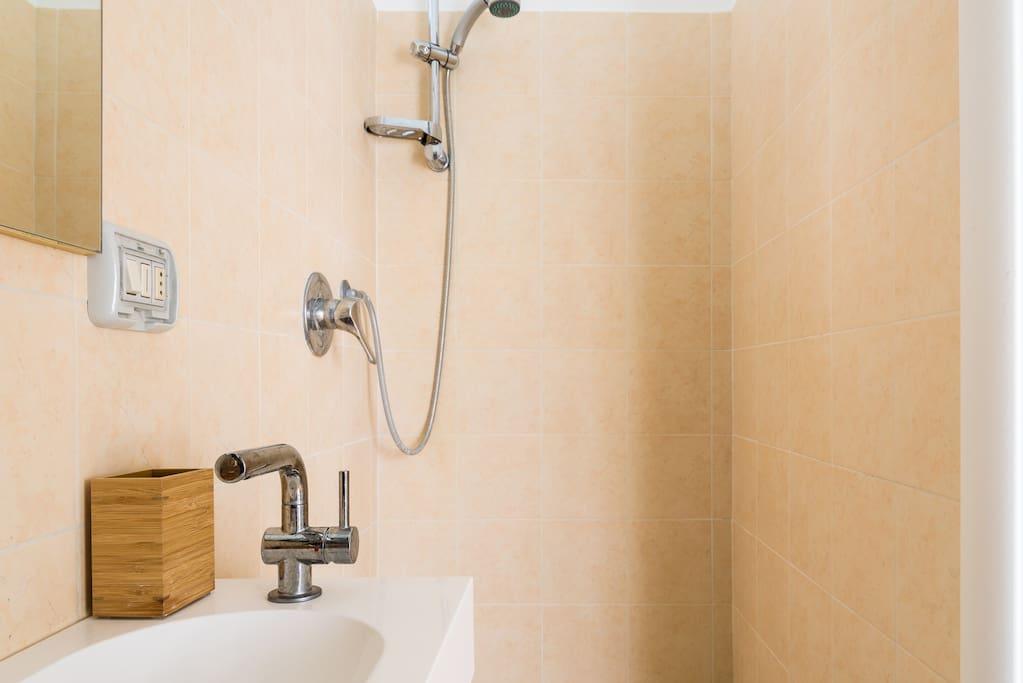 Proche m tro chambre avec salle de bain priv e for Salle de bain italie